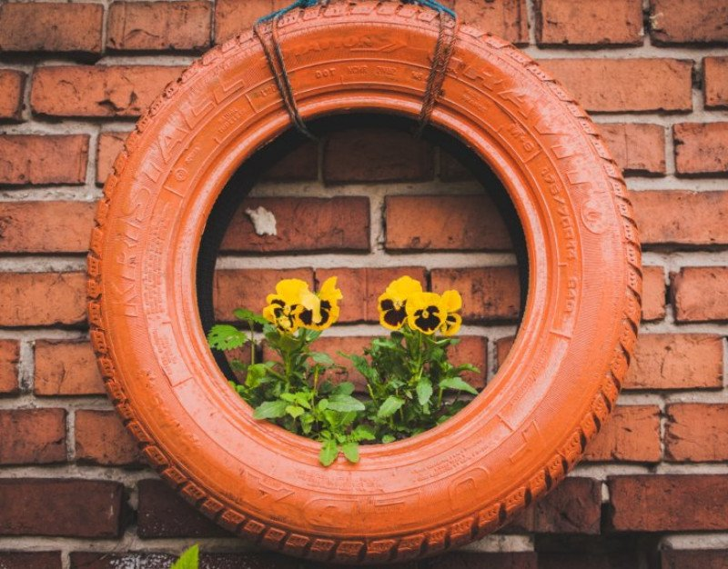 This is How to Make an Old Tire Planter: The Jazzy Beautiful Mess